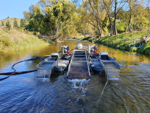 How gold dredging working in a river